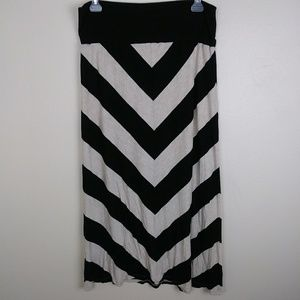 Two by Vince Camuto Chevron Maxi Skirt Size L